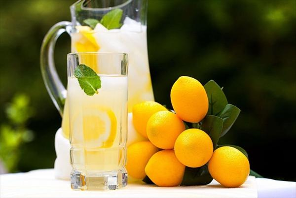 Gout Hand and Natural Methods to Cure the Disease of Gout Lemon-juice