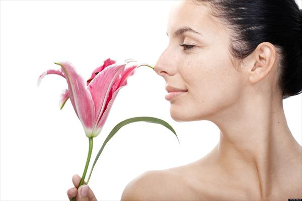 Womens Pheromone Perfume and the Sense of Smell O-SMELL-EMOTIONS-SENSE-OF-SMELL-SCENT-facebook89