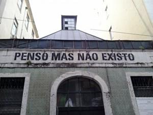 Baixar PENSO MAS NÃO EXISTO: O HUMOR NO DIA-A-DIA pdf, epub, eBook