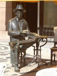 Baixar Poemas de Álvaro de Campos [Annotated] (Clássicos da Literatura Brasileira Adaptados à Reforma Ortográfica Livro 34) pdf, epub, eBook
