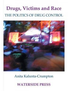 Baixar Drugs, victims and race: the politics of drugs pdf, epub, eBook