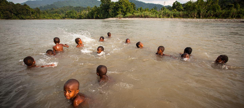 salumei-kids-swimming