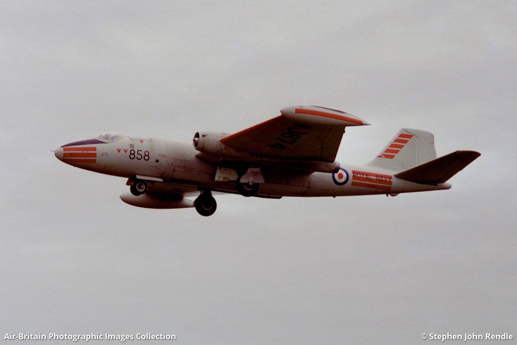 South Yorkshire Aircraft Museum >> Aviation photographs of English Electric Canberra T4 : ABPic