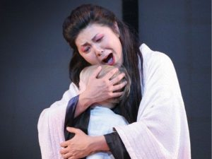 Mother embracing child in Portland Opera's production of Madama Butterfly