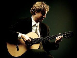 Jason Vieaux playing guitar