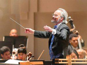 Carlos conducting