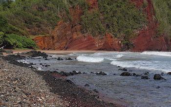 akaku-calendar-red-sand-beach