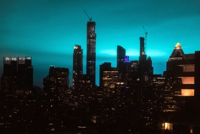 electric-arc-turns-night-sky-blue-in-NYC