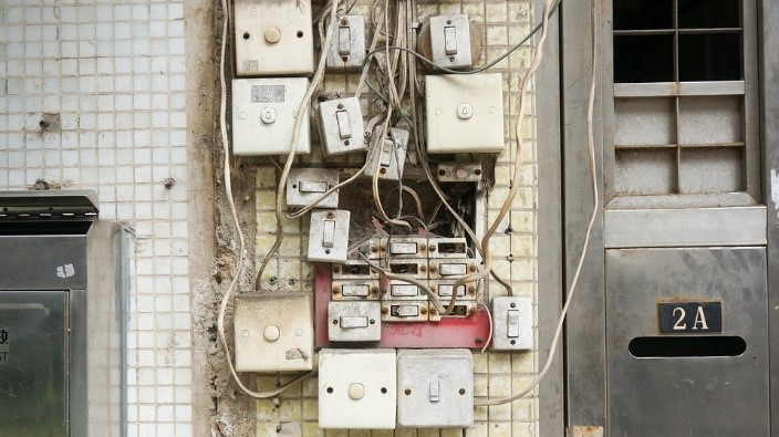 impact-of-bad-wiring-worn_out_wiring
