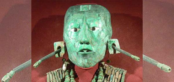Imagen de la máscara mortuoria hecha en jade que cubría el rostro del emperador que viajó al espacio.