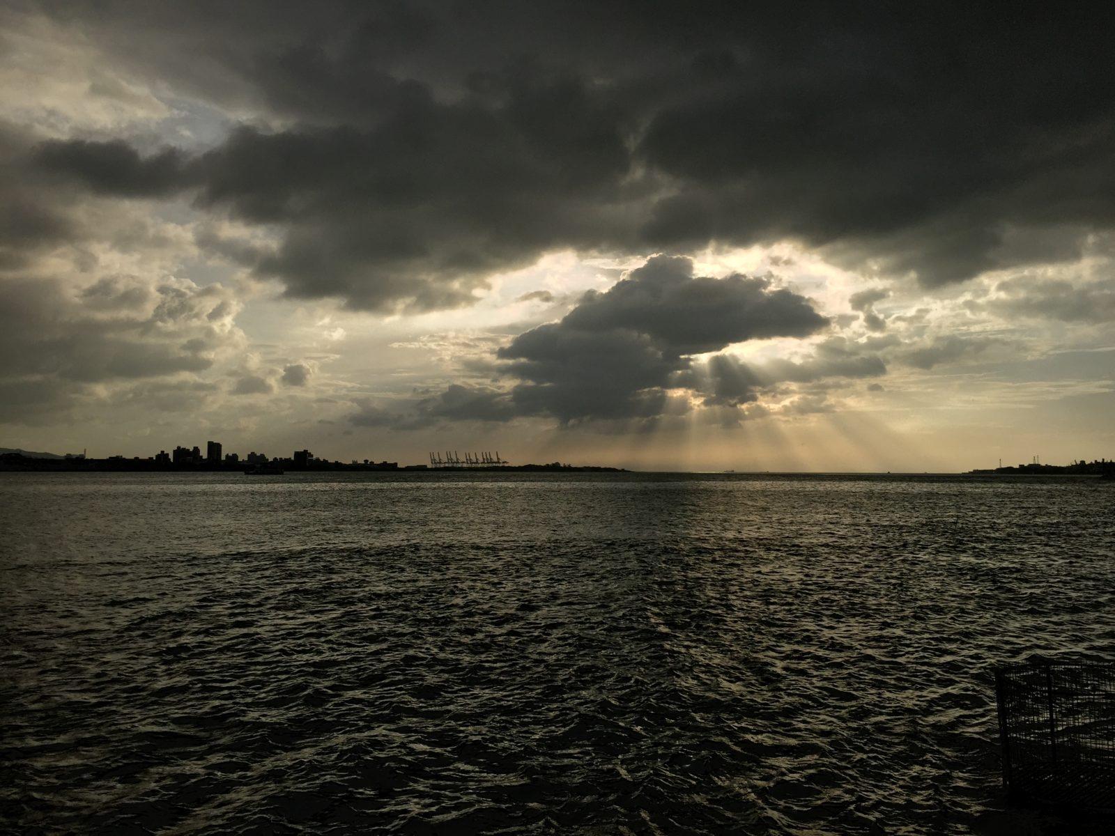 Su majestad domina sobre toda tempestad