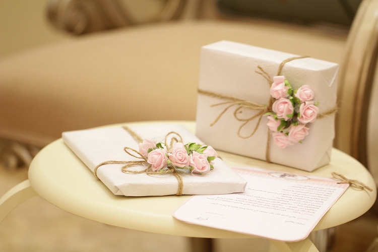 Gift officiant