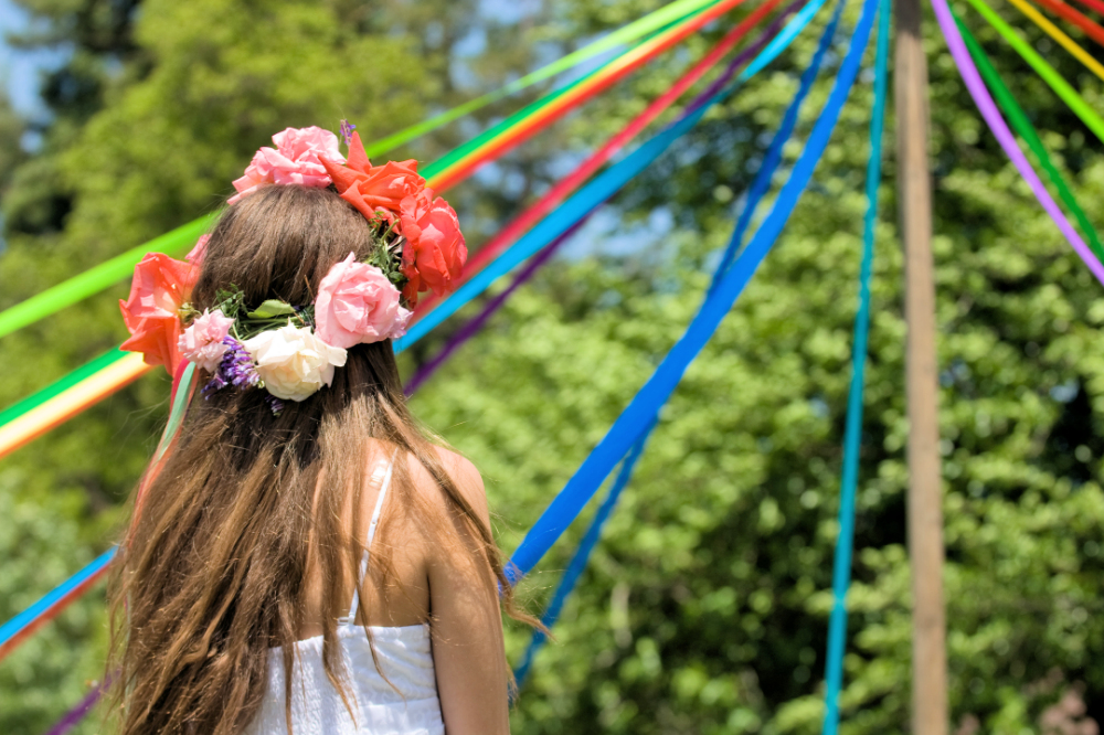 Maypole may day beltane pagan rennaisance wedding ceremony celebration how to dance