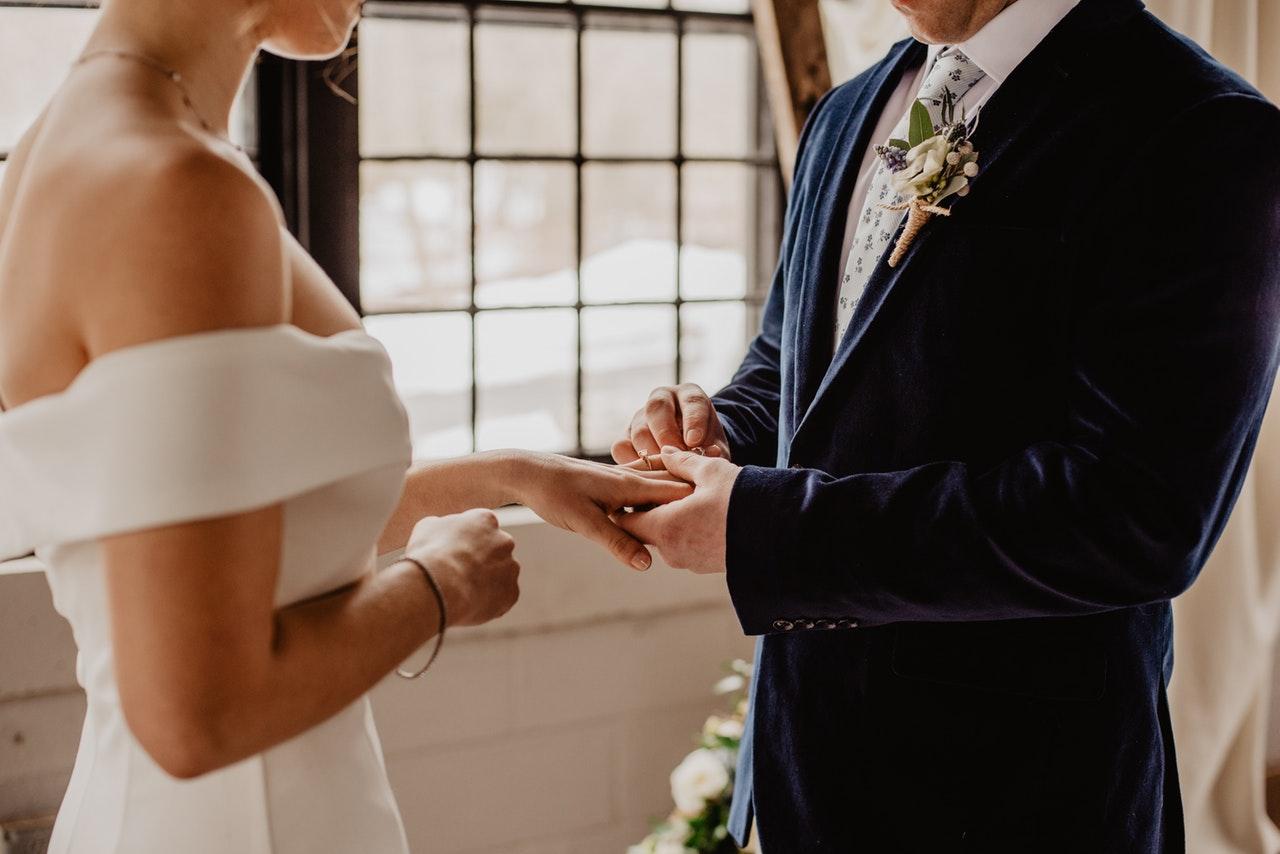 Oficiante de la boda