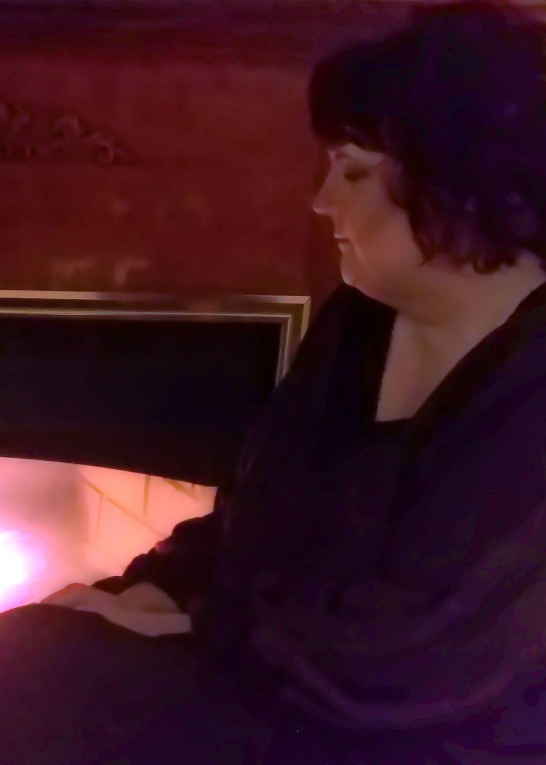 Nikki leigh fireplace 2017