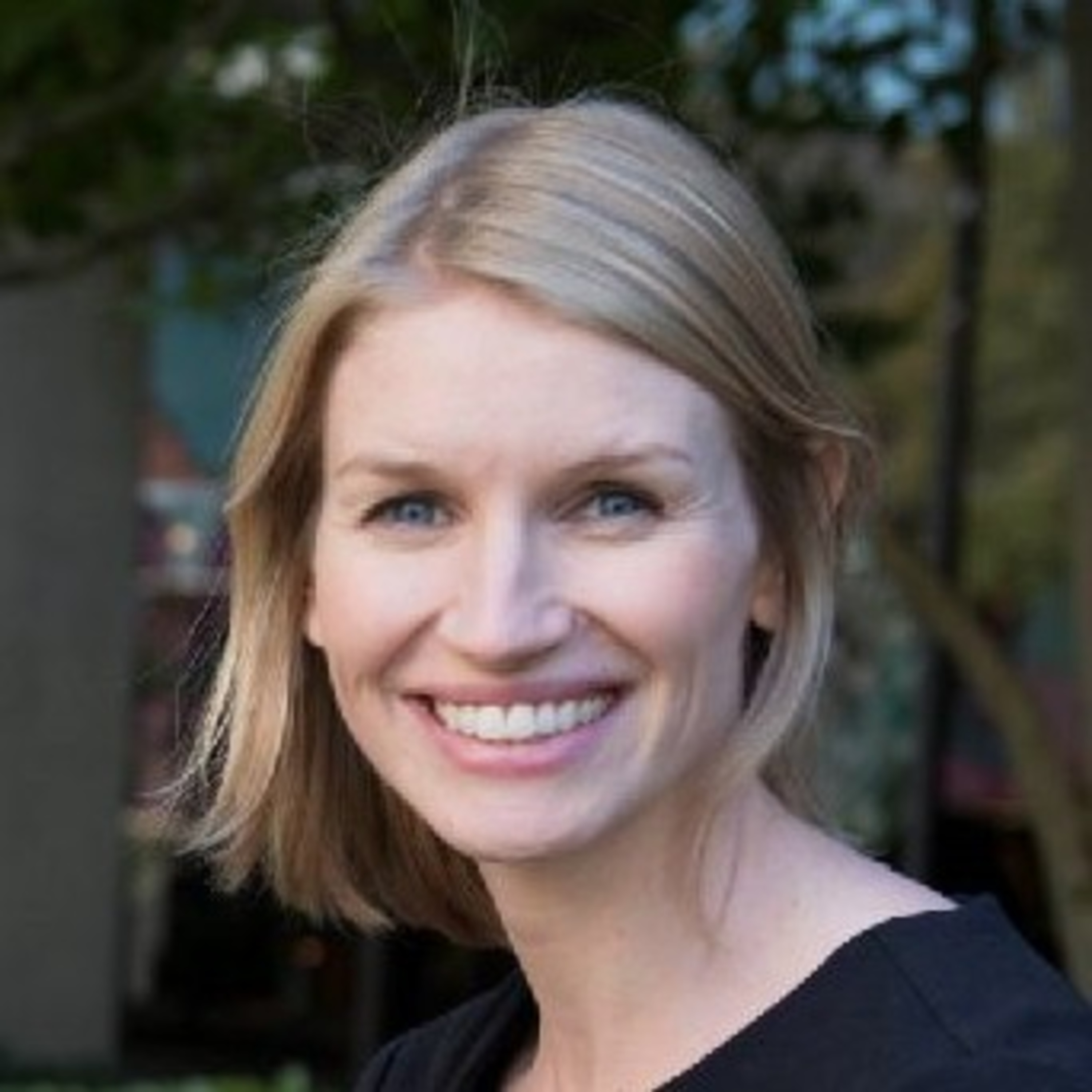 Episode 4: Is feeding the new play? Are all pacifiers created equal? Pediatric Feeding, Speech, and Language with Emily Zimmerman