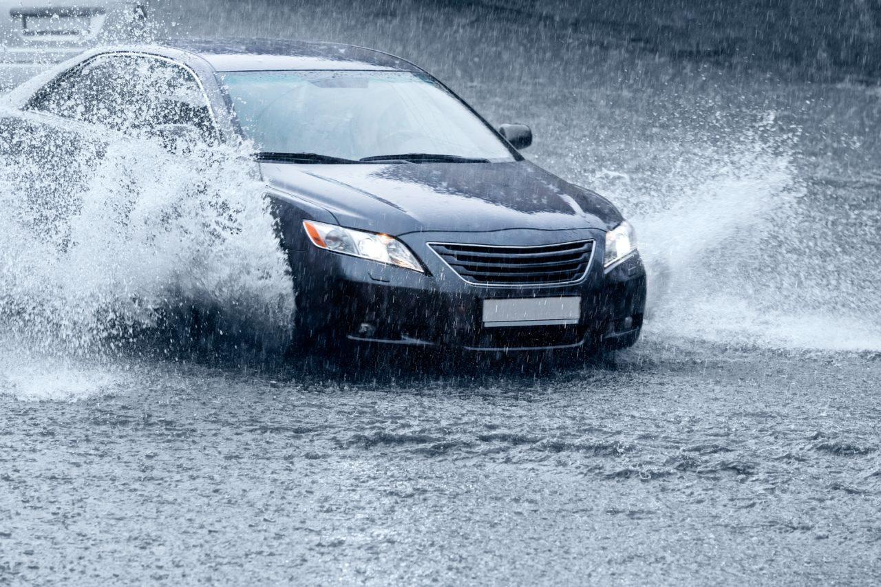 ¿Cómo cuidar de tu auto en temporada de lluvia?