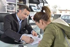 Afecta mi historial crediticio el precio de mi seguro de auto