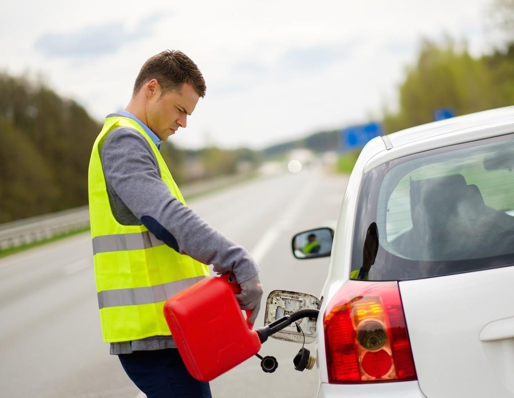Tu seguro de auto puede asistirte si te quedas sin gasolina