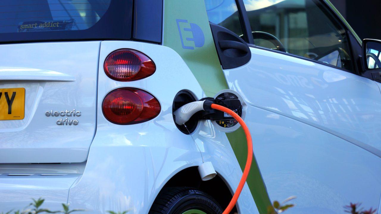Razones para comprar un auto eléctrico o híbrido
