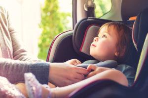 Tipos de sillas para auto para niños y bebés