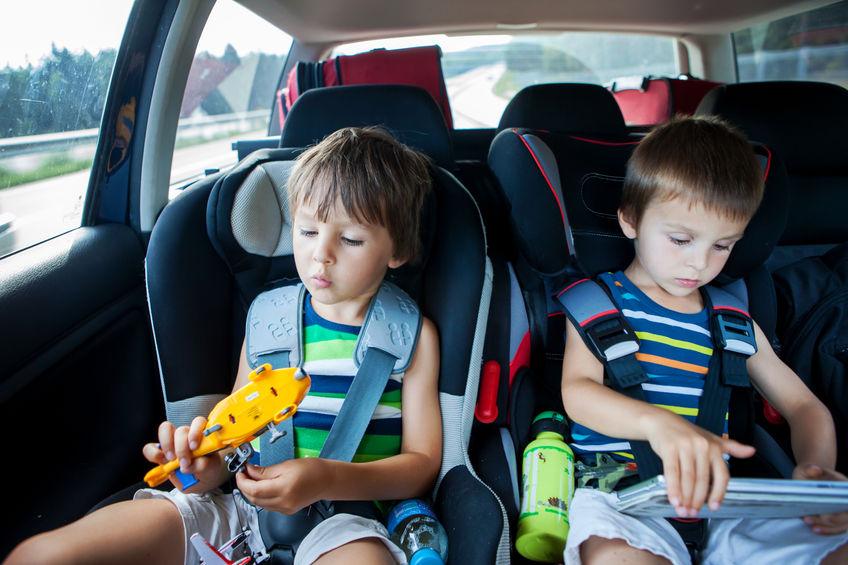 ¿Cómo entretener a los niños en el auto?