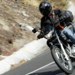 ¿Por qué utilizar casco al conducir una moto?