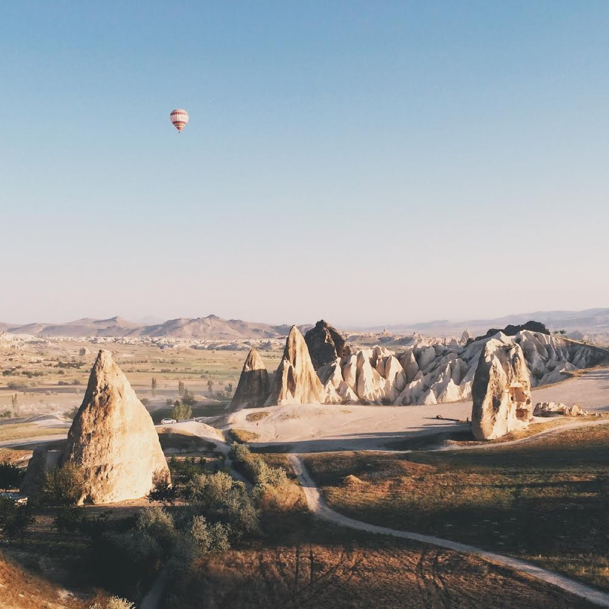 Dan Rubin photo of hot air balloon floating above rock formations