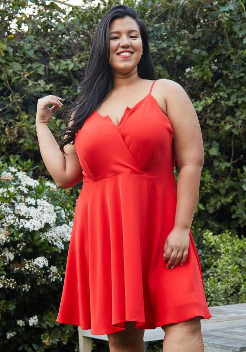 Nurode Plus Size V-Neck Spaghetti Strap Cocktail Dress