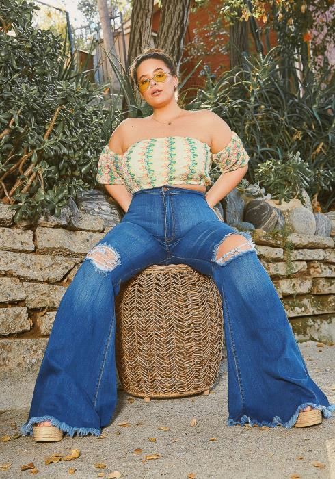 Vibrant Plus Size Knee Distressed Retro Bell Bottom Jean