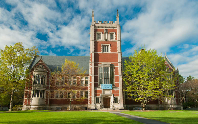 Top 5 Reasons to Apply to a Liberal Arts College