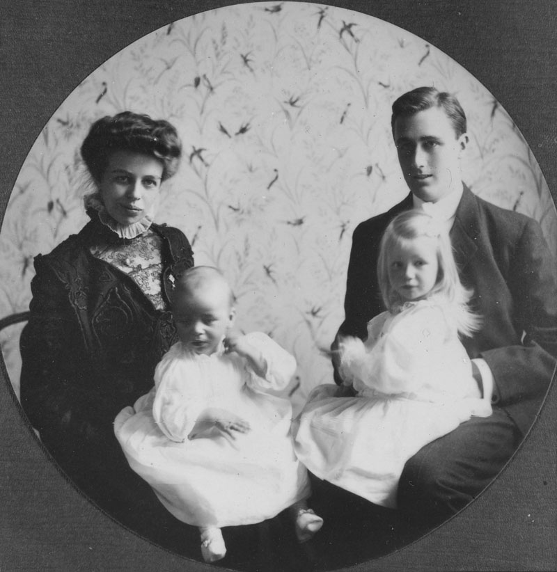 Young Eleanor and Franklin Roosevelt with Anna and baby James