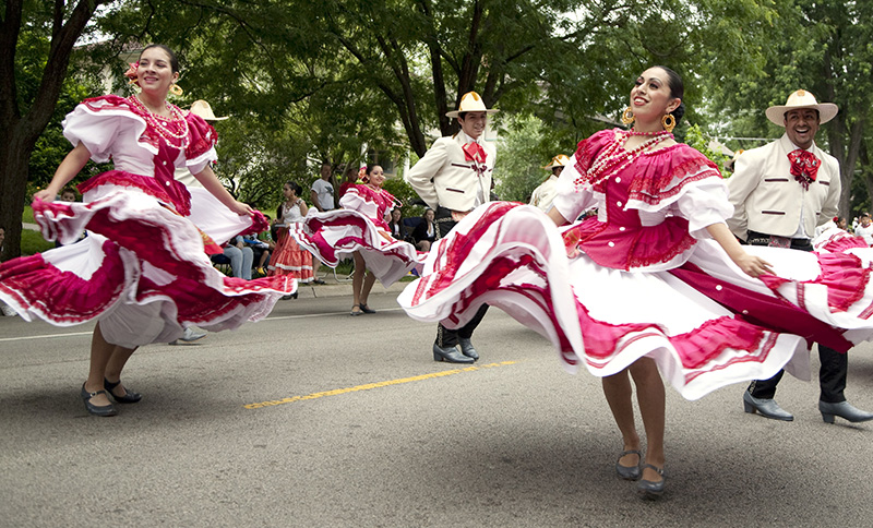 Dancers from the Ballet Folklorico Huehuecoyotl, an enssamble at the ECC Art Center, dances during the Elgin parade on Douglas Avenue on Saturday morning. Kevin Sherman/ksherman@dailyherald.com/©Daily Herald