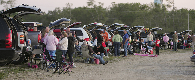 Rows of cars and their occupants prepare to watch a movie at the McHenry Outdoor Theatre. Mini-vans and SUVs are asked to park further back from the screen because of their larger size. KEVIN SHERMAN/ksherman@dailyherald.com/©Daily Herald