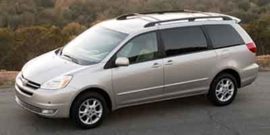 2004. Toyota. Sienna