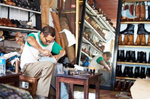 guatemalan-gentleman-crafting-shoes-cobbler-shoemaker