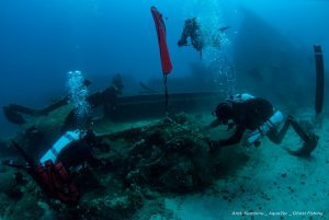 deep-sea-divers-collecting-and-analyzing-wreckage