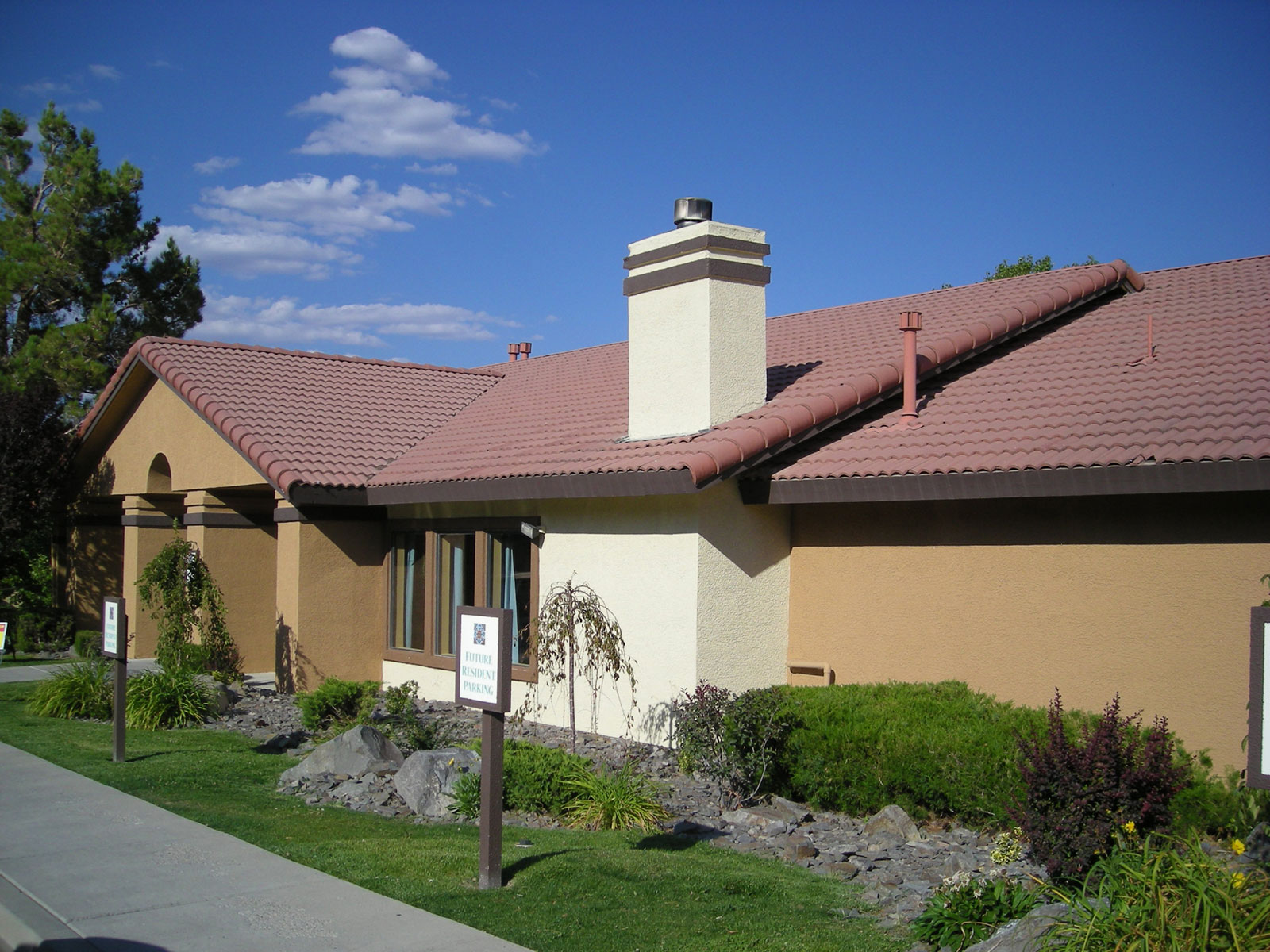 Apartments in Reno, NV for rent near a lake.