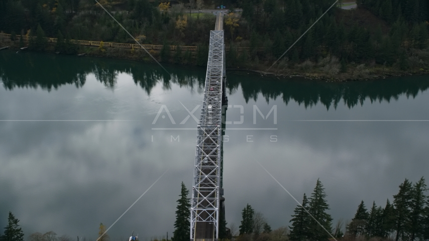 Traffic crossing Bridge of the Gods in Cascade Locks, Columbia River Gorge, Oregon Aerial Stock Photos | AX154_173.0000102F