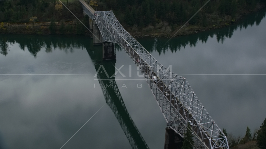 Traffic crossing Bridge of the Gods in Cascade Locks, Columbia River Gorge, Oregon Aerial Stock Photos | AX154_173.0000195F