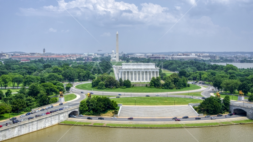 Lincoln Memorial and Washington Monument in Washington DC Aerial Stock Photos | AXP074_000_0007F