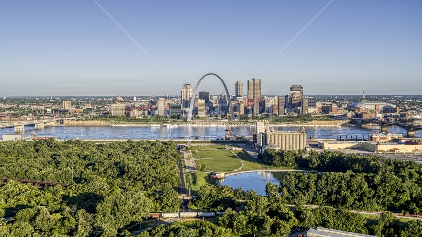 The Arch and skyline seen from a riverfront park, Downtown St. Louis, Missouri Aerial Stock Photos | DXP001_022_0004