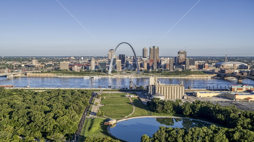 Riverfront park with Arch and skyline across the river, Downtown St. Louis, Missouri Aerial Stock Photos | DXP001_022_0005