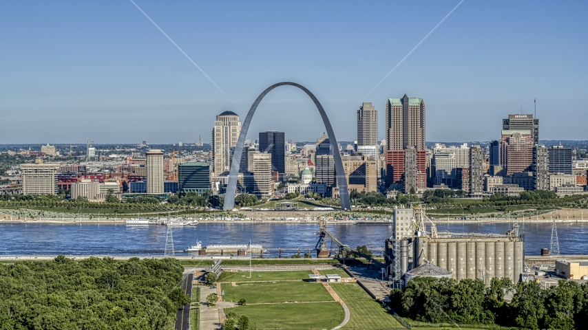 The Mississippi River and Gateway Arch by the skyline, Downtown St. Louis, Missouri Aerial Stock Photo DXP001_023_0001 | Axiom Images