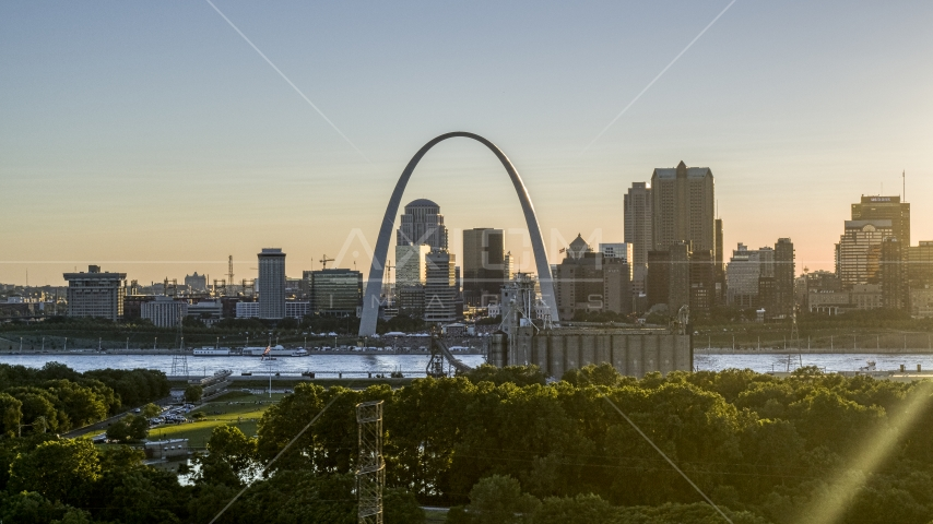 The Gateway Arch at sunset in Downtown St. Louis, Missouri Aerial Stock Photos DXP001_028_0002