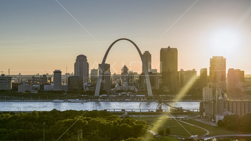 A view of the famous Gateway Arch and the Downtown St. Louis, Missouri skyline at sunset Aerial Stock Photos | DXP001_028_0004