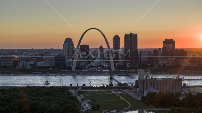 Downtown St. Louis, Missouri skyline and the Gateway Arch across the river at sunset Aerial Stock Photos | DXP001_029_0004