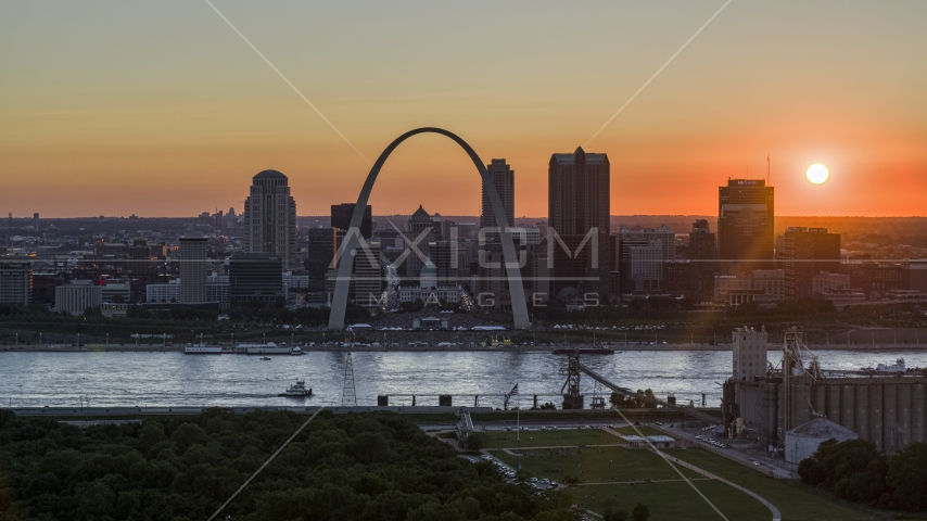 The setting sun behind the Gateway Arch and Downtown St. Louis, Missouri Aerial Stock Photos | DXP001_029_0005