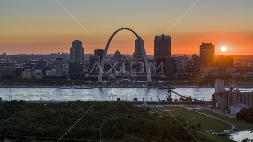 The setting sun, the Gateway Arch and Downtown St. Louis, Missouri skyline Aerial Stock Photos | DXP001_029_0010