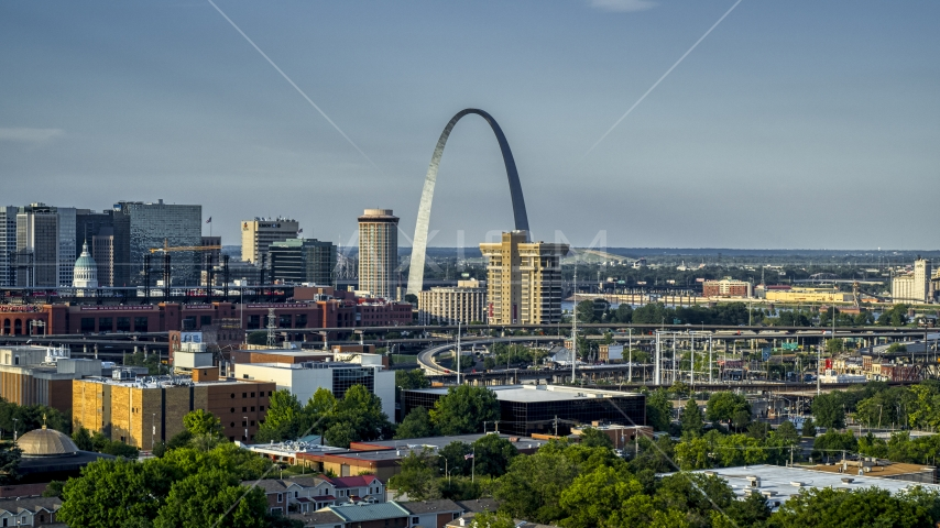 The Gateway Arch across the city in Downtown St. Louis, Missouri Aerial Stock Photos | DXP001_033_0011